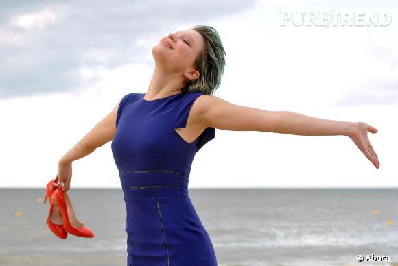 Léa Seydoux prend le temps de goûter l'air du large lors du Festival du film romantique de Cabourg