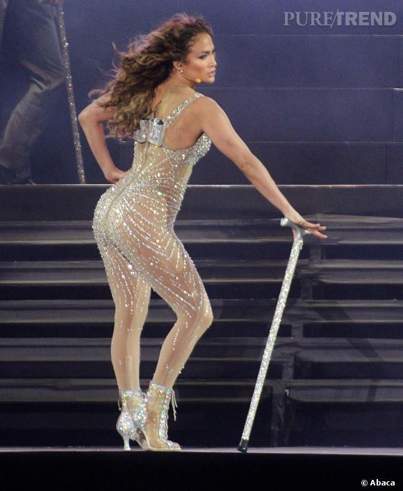 Jennifer Lopez pique sa combinaison à Britney Spears pour attirer le regard sur ses courbes lors d'un concert en Argentine.