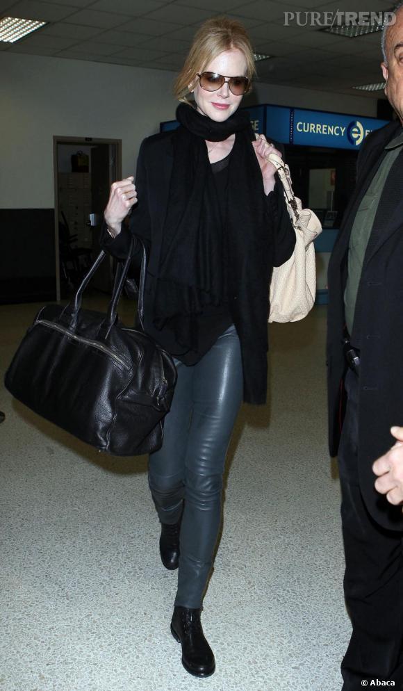 Le look de rue  : Nicole Kidman a beau faire des efforts pour rester tendance, elle a reste un peu à la traine.