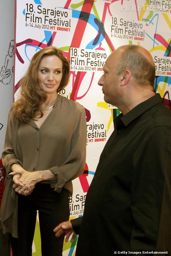 Angelina Jolie en compagnie de Mirsad Purivatra, directeur du Festival du film de Sarajevo.
