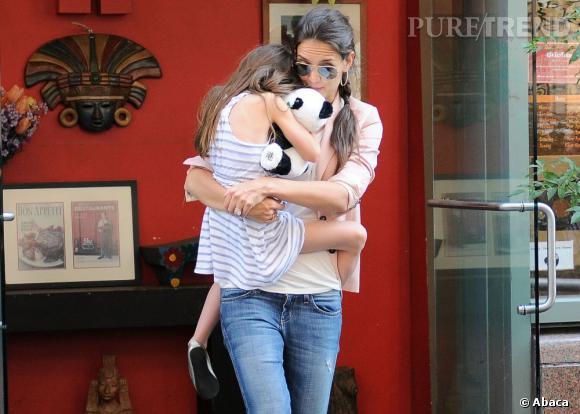 Katie Holmes a obtenu la garde exclusive de sa fille Suri. La mère et la fille vont pouvoir garder leur relation fusionnelle !