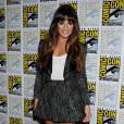 Profitant de ses gambettes bronzées, Lea Michele joue la carte écolière sexy avec un ensemble en tweed et une jupe très courte.