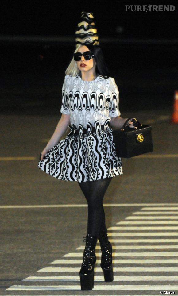 Lady Gaga ne cesse décidement pas de nous surprendre avec son nouveau parfum...