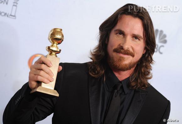 """Christian Bale et son Golden Globe pour son interprétation dans le film """"Fighter""""."""
