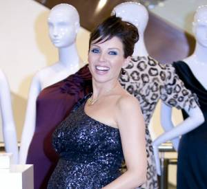 Dannii Minogue reste fidèle à la robe glitter.
