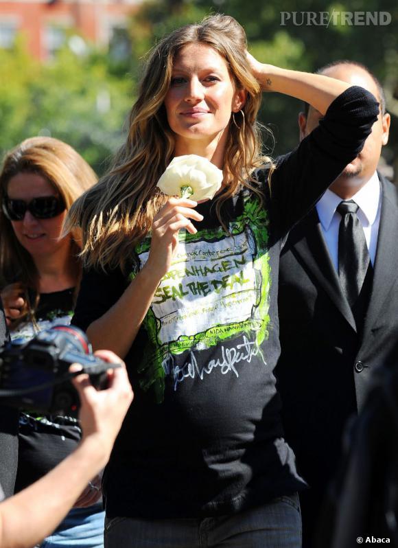 Gisele Bundchen est enceinte de son deuxième enfant, on lui prédit une grossesse très sexy.