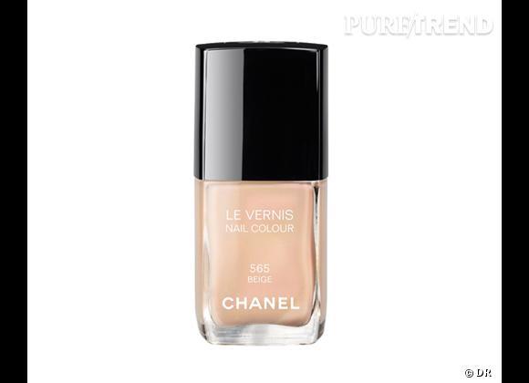 Le must have de Clémentine :     Vernis à ongles Beige, Chanel, 22 € disponible à partir du 27 août 2012