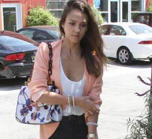 Jessica Alba : maman plus branchée et sexy que Katie Holmes ?