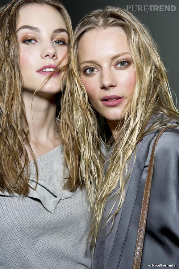 Il existe différentes nuances de blond. Pour l'éclaircir naturellement, on fait appel à des ingrédients originaux.