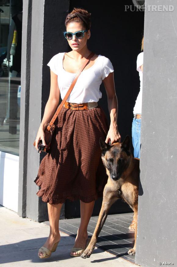 Eva Mendes, l'allure rétro funky dans les rues de Los Angeles.