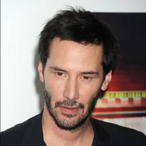 Keanu Reeves se laisse t-il pousser la barbe pour masquer sa minceur ?
