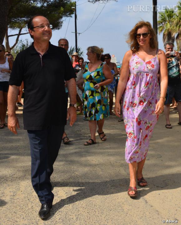 Le look décontracté : Valerie Trierweiler s'habille comme tous les Français en vacances. Robe longue légère et imprimés estivaux, la journaliste est détendue