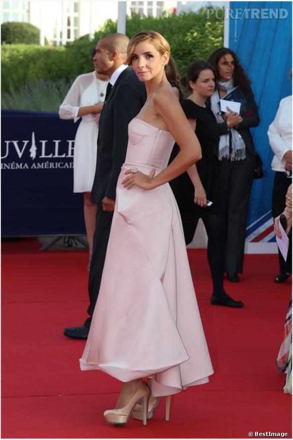 Clotilde Courau princesse poudrée dans une robe bustier Jil Sander.