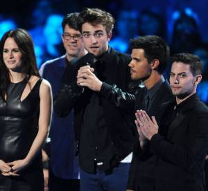 Robert Pattinson, bien entoure aux VMA vs Kristen Stewart, toute seule a Toronto