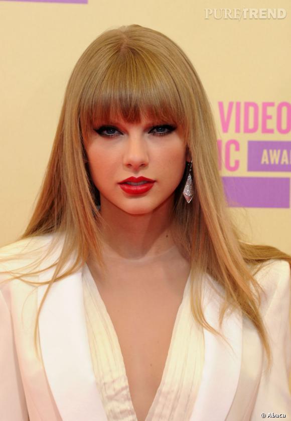 Magnifique Les cheveux très longs de Taylor Swift sont sa marque de fabrique @HR_79