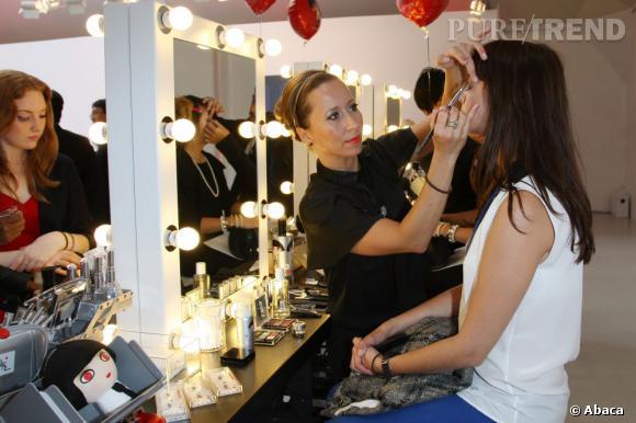 Des stands de maquillage permettaient aux invités de se faire maquiller, poser des faux cils ou de se faire vernir les ongles !