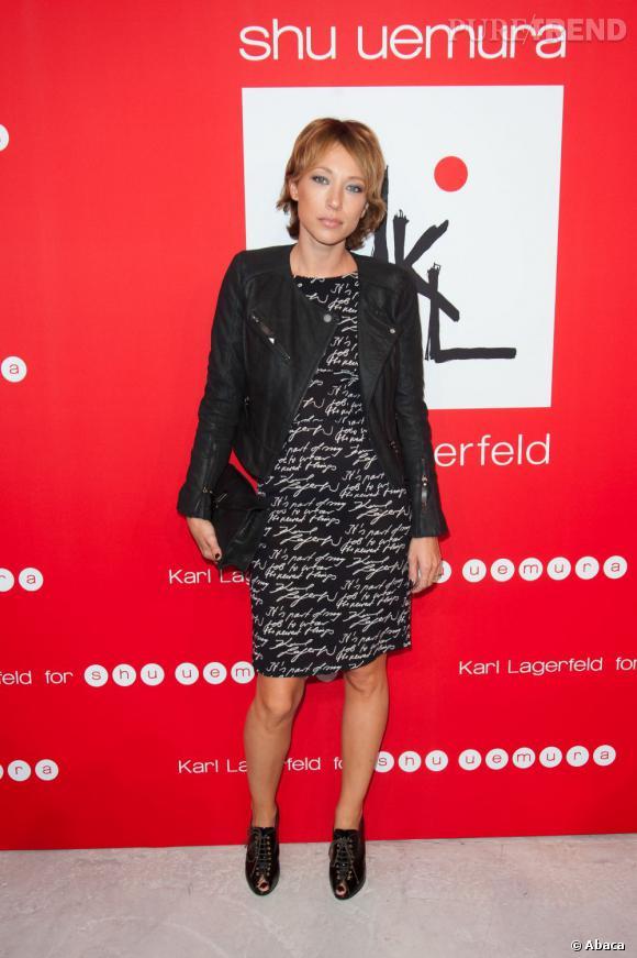 Laura Smet, en robe et veste KARL.