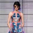 Best-of de la Fashion Week de Londres Printemps-Eté 2013 : Holly Fulton     Des fleurs romantiques sur du plexi : coup de coeur.
