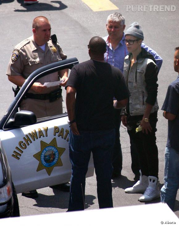 La façon de conduire de Justin n'est pas au goût de la police californienne. Trop de swag.