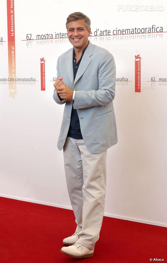 George Clooney a été élu par le magazine People en 1997 et en 2006 homme le plus sexy du monde. Classe.