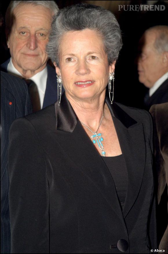 Anne-Aymone Giscard D'Estaing est une des permières dames mythiques françaises. Sa coupe courte volumineuse est reconnaissable.