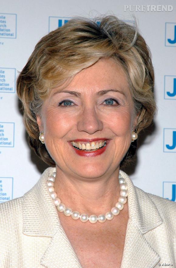 Hillary Clinton a la version courte de la coupe First lady. Très dynamique et en mouvements.