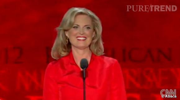 """Anne Romney vient de se couper les cheveux. Sa nouvelle coiffure correspond davantage aux """"critères"""" d'une Première Dame : volume, cheveux mi-longs et mèche dynamique."""