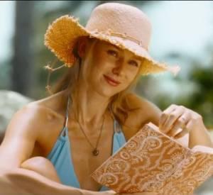Naomi Watts joue une mère de famille en vacances en Thaïlande en 2004, à l'époque du tsunami.