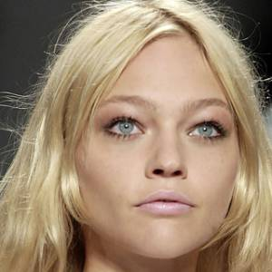 """Les secrets de beauté des tops Nom : Sasha Pivarova Elle a défilé pour : Isabel Marant, Chanel, Hermès... Son secret : """"Je range mon soin contour des yeux dans le frigo, ça multiplie l'effet décongestionnant."""""""