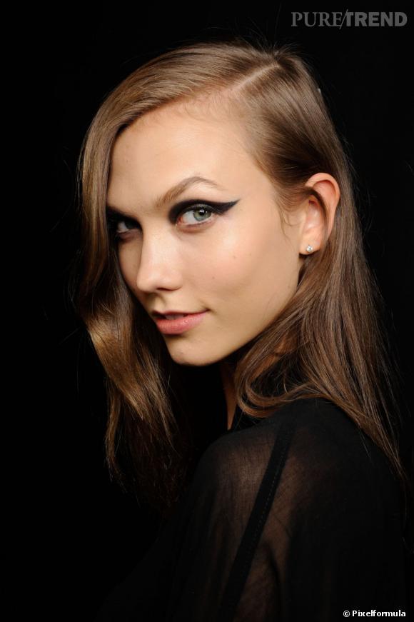 """Les secrets de beauté des tops Nom : Karlie Kloss Elle a défilé pour : Dior, Elie Saab, Lanvin... Son secret : """"J'ai longtemps pratiqué la danse, le matin, je bois de l'eau chaude avec du citron et marche 30 min à jeun."""""""