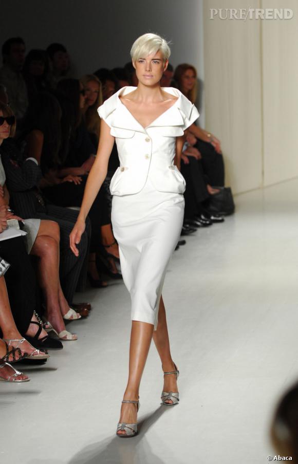 Elle défile pour Donna Karan à New York en 2008.