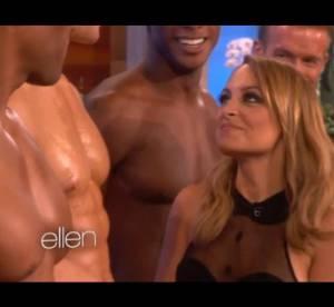 Nicole Richie renifle des hommes torses nus dans le Ellen Show : video