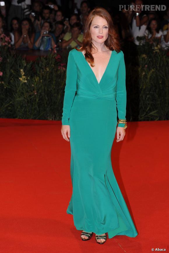 Julianne Moore n'a pas peur de porter du vert sur le tapis rouge et elle a bien raison. Elle brille ici dans une robe Tom Ford.