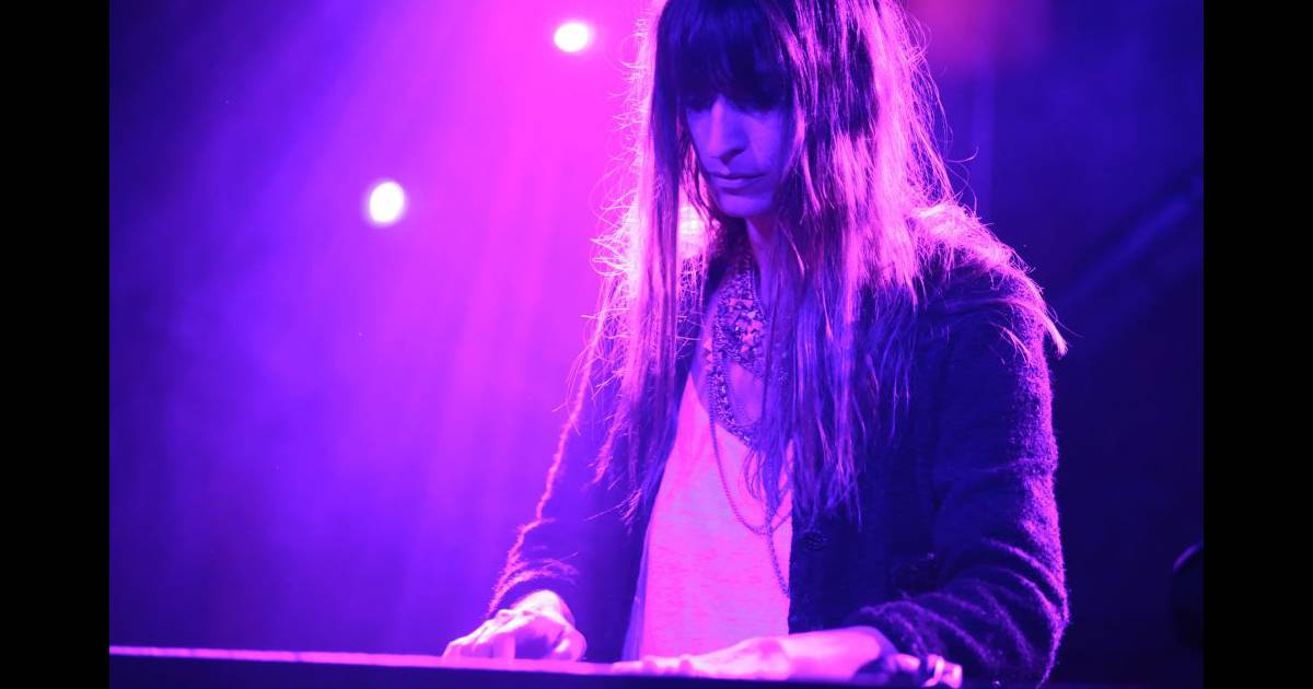 caroline de maigret dj pour la soir e. Black Bedroom Furniture Sets. Home Design Ideas