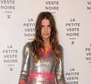 Joanna Preiss ose la robe argentée et rose.