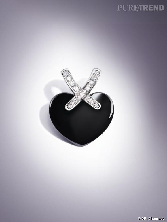 Pendentif Liens du Coeur en céramique noire, Chaumet, 1800 euros.