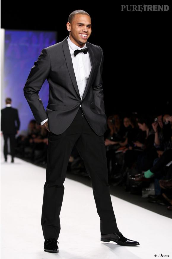 Chris Brown devient mannequin avec l'agence Wilhelmina Internatinal.