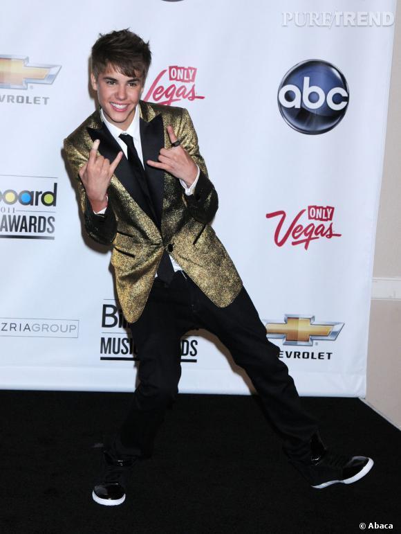 En 2011 :  Bieber prend des risque et ose le lamé, hum... non.