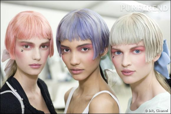Lors du défilé Croisière de Chanel, le maquillage rosé a attiré notre regard et nous a donné envie de le copier.