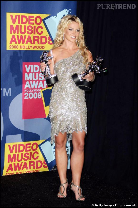 Le top look de red carpet  : une robe one shoulder, des sequins et une coupe sexy, Britney la diva fait mouche au Video Music Awards 2008 !