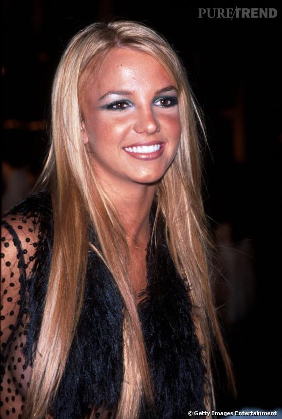 Le flop make-up  : on a tous notre dossier make-up camion volé mais Miss Spears semble avoir carrément été percutée. Point positif, le teint orange blanchit les dents.