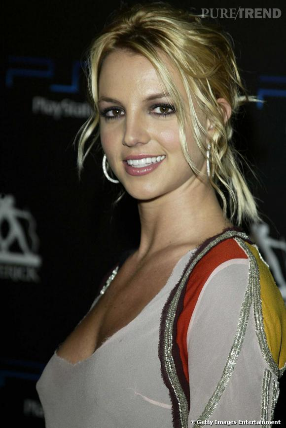 Le top make-up  : un teint joliment sublimé, les pommettes rosées et les lèvres glossées, Britney fait dans la simplicité et mise sur un regard de biche avec une petite touche de mascara.