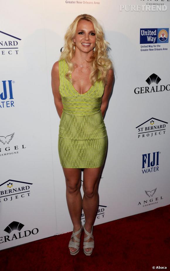 Le top look sexy  : On préfère quand la chanteuse se moule dans des robes Herve Leger.