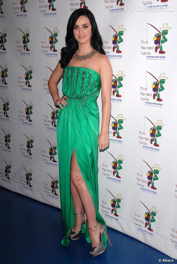 Katy Perry est éblouissante en vert émeraude.