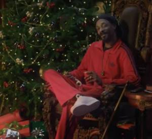 A Cautionary Tale of Ebenezer Snoop d'Adidas avec Snoop Lion, anciennement Snoop Dogg .