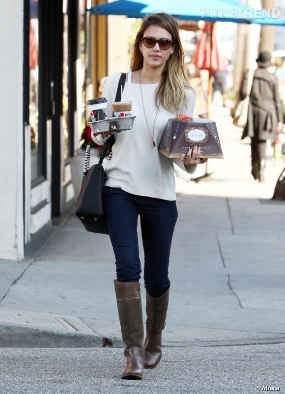 Jessica Alba, toujours à transporter à manger !
