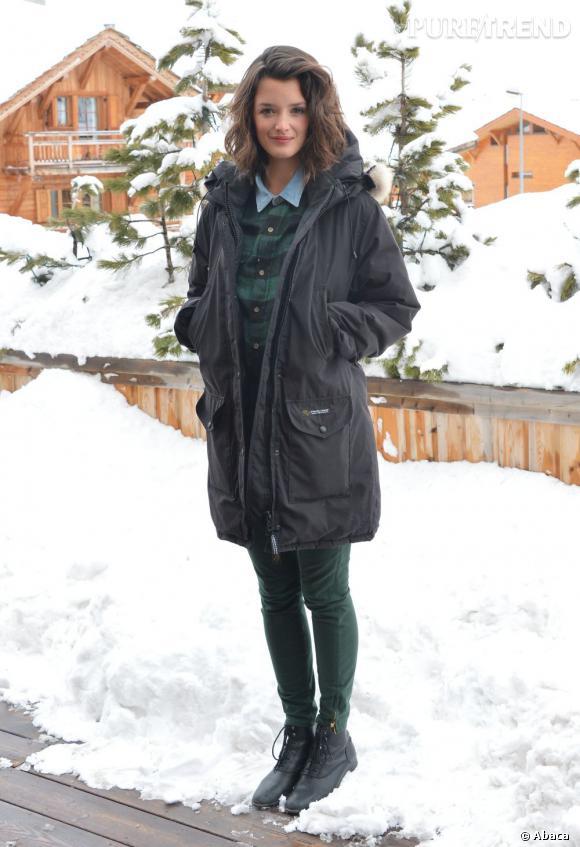 Charlotte Le Bon se concocte un look preppy spécial neige pour le Festival Alpes d'Huez.