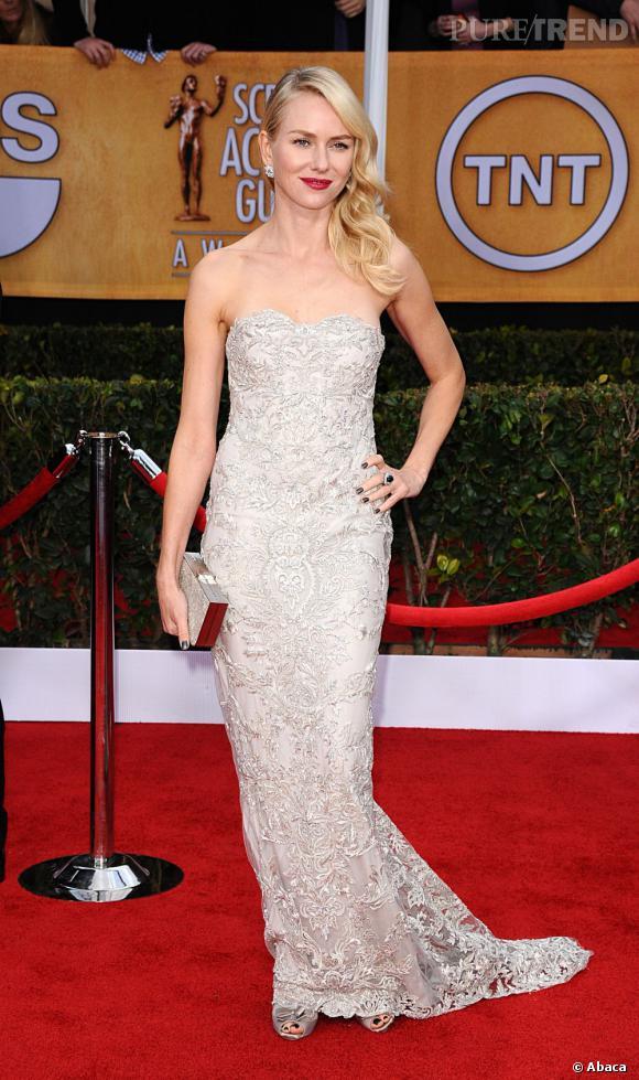 Naomi Watts aux SAG Awards 2013 porte une robe Marchesa.