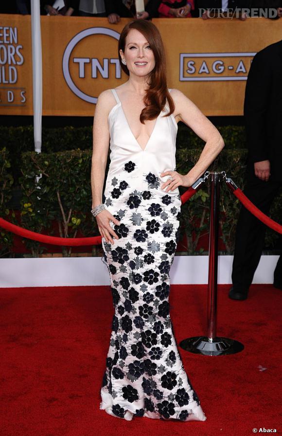 Julianne Moore aux SAG Awards 2013 porte une robe Chanel.