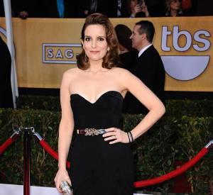 Tina Fey aux SAG Awards porte une robe Oscar de la Renta.
